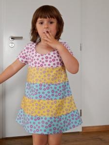 Letní šaty z kytiček a pruhů