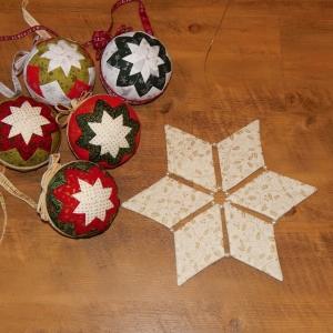 Vánoční koule a hvězda