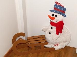 Zimní dekorace- sněhulák a sáňky